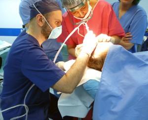 Llega a Andalucía el primer sistema de trasplante automatizado de pelo